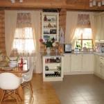 кухня-столовая сруба дома 105 м2
